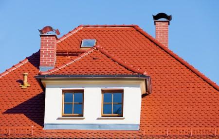 Le toit est un élément important qui contribue à l'esthétique d'une maison. Il existe différents types de couvertures pour la toiture. Il revient à chacun de faire son choix selon son type de logement et son style.