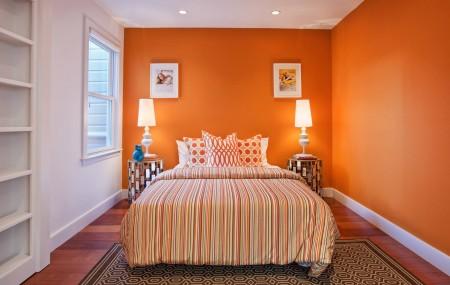 Une chambre est une pièce pour se reposer et pour se détendre. Le choix de la peinture pour cette pièce doit se faire de manière à mettre en valeur l'atmosphère qu'exige une chambre à coucher : le calme.