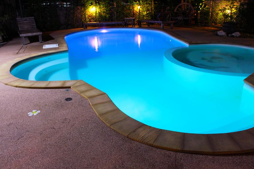 Que choisir piscine en coque ou piscine traditionnelle for Cout installation piscine