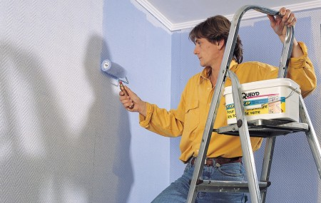Vous avez envie de changer un peu et de repeindre votre maison ? Il est vrai que c'est une action qui peut se faire par soi-même, à condition de réaliser les grandes étapes dans les règles de l'art !