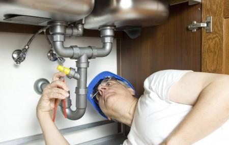 L'installation des équipements de sanitaires et de chauffage ou d'autres travaux de dépannage en matière de fuite de tuyaux s'avère plus simple avec un bon plombier. Il ne reste plus qu'à trouver un professionnel compétent en suivant un certain nombre de critères.