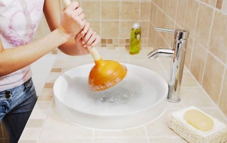 Rien n'est plus désagréable que d'avoir un évier bouché ou de faire face à un souci d'évacuation d'eau. Quelques techniques simples peuvent aider à mieux gérer la situation.