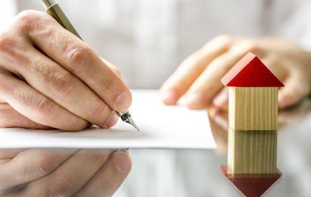 Avant la signature de l'acte de vente « définitif » d'un bien immobilier, il y a tout d'abord ce que l'on appelle le compromis de vente. De quoi s'agit-il ? Quels sont les documents qui doivent l'accompagner ?