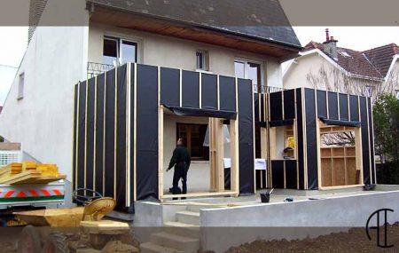 Lorsque vous désirez étendre ou rénover votre maison, il faut penser aux coûts engendrés. Vous devez faire appel à un professionnel du bâtiment et à un architecte. L'architecte monte le projet de rénovation avec vous tandis que le professionnel du bâtiment se charge de la réalisation des travaux à effectuer.