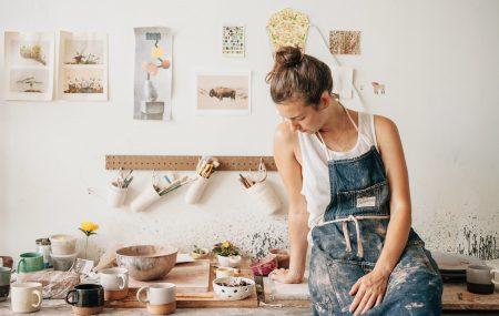 Parmi les innombrables métiers d'artisans, le céramiste occupe une place importante. Bon nombre de personnes désirent se professionnaliser dans ce domaine mais peu connaissent vraiment sa nature. A travers ces quelques lignes, vous allez découvrir ce que c'est vraiment ce métier.