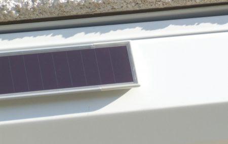 Lorsque vous achetez une maison à rénover, ou investissez dans un bien et que les volets roulants n'ont pas été prévus, ni l'alimentation électrique, vous pouvez penser au volet solaire. En effet, le volet roulant solaire est une solution pratique, autonome, nécessitant aucun raccordement électrique. Mais le solaire est-il fiable? Comment s'assurer de son bon […]