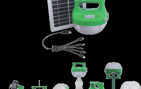 Cette lampe solaire portable de Schneider Electric porte le nom de Mobiya. Schneider Electric a créé une lampe portable, dont l'autonomie s'étale sur plusieurs heures. Lorsque la lampe Schneider Electric est déchargée, il suffit de la brancher sur le panneau solaire qui l'accompagne afin de la recharger. Et là voilà de nouveau opérationnel. Ce panneau […]