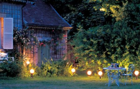 L'éclairage est un composant essentiel de la décoration. Les luminaires, partout où ils sont servent non seulement pour éclairer, mais aussi pour donner du charme à l'espace. Et tout comme l'éclairage d'intérieur, l'éclairage extérieur est aussi indispensable. Cet élément embellira votre jardin et procurera belle une ambiance lumineuse la nuit. Quelques conseils pour installer votre […]