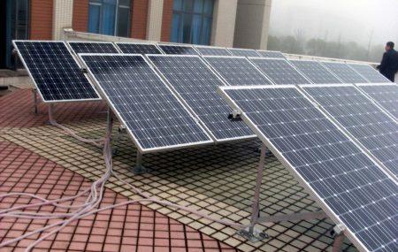 Le toit d'une maison offre le meilleur emplacement d'un module photovoltaïque. Il dispose de l'espace nécessaire pour accueillir le générateur électrique. Des efforts pour l'intégrer dans l'armature d'une habitation a été fait du point de vue architectural. Toutefois, pour son installation, vous aurez toujours besoin d'un spécialiste comme un électricien.