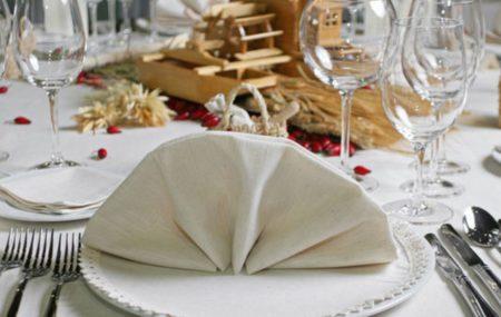 Pour accueillir vos invités ou simplement par propre plaisir, vous souhaitez mettre en valeur votre table avec une belle déco. On vous donne quelques conseils qui vont vous aider à faire de votre table un véritable chef-d'œuvre !