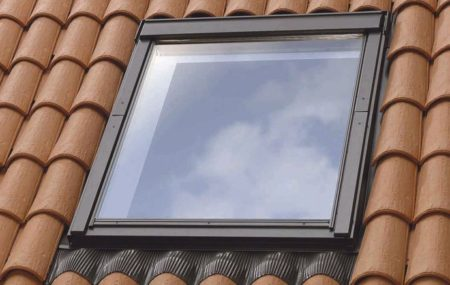 Si certains travaux tels que l'isolation thermique ou la réfection de toiture nécessitent irrémédiablement l'intervention d'un artisan professionnel, d'autres restent toutefois à la portée des bricoleurs plus aguerris comme l'installation d'un nouveau robinet ou la réparation d'une fermeture d'un Velux. Concernant ce dernier exemple, il existe des astuces simples pour remplacer la réception d'une fenêtre […]