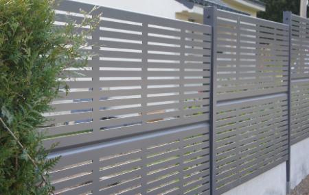 Gage de la sécurité de votre propriété, accessoire qui finit à bon escient votre aménagement, les clôtures s'invitent dans toutes les maisons, nouvelles ou même anciennes. Elles sont considérées des dépenses incontournables. Mais ce n'est pas tant dans le prix que dans le choix que les véritables difficultés d'adopter une clôture se font ressentir. Vous […]