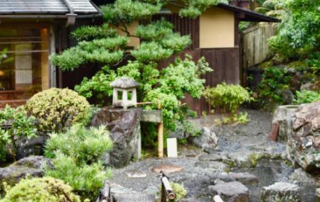 Le jardin japonais est un style de jardin renommé pour apporter la quiétude et la sérénité. Dénommé aussi jardin zen, il mélange les natures minérales et végétales. S'il se base principalement sur le respect de la nature, encore-faut-il respecter quelques règles pour le réaliser correctement. Voici alors quelques conseils pour réaliser votre petit espace nippon.