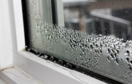 Quelle que soit la saison, votre maison semble toujours humide. Cette insalubrité met à mal votre confort. Sachez que l'excès d'humidité de votre maison entraîne aussi de graves conséquences sur l'état de votre demeure. Elle a aussi un impact négatif sur votre santé et celle de votre famille.