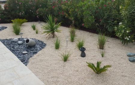 Très tendance et allié du climat méditerranéen, le jardin sec offre multiples avantages pour séduire. Bien qu'il soit souvent critiqué sur son aspect esthétique, on peut très bien l'améliorer en apportant quelques touches d'aménagement et de verdure. Pour les amateurs de jardinage, il semble aussi bien être une excellente alternative. Voici différentes techniques pour créer […]