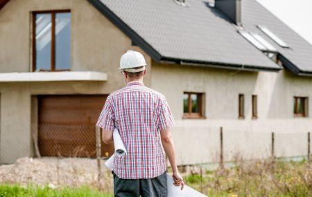 Depuis le 1er mars 2017, que l'on souhaite construire, rénover ou agrandir une maison, on est désormais tenu de faire appel à un architecte pour toute surface de travaux supérieure à 150m². Cette règle s'applique impérativement dès que la surface de plancher dépasse les 150m² ou que l'extension porte la surface totale au-delà de cette […]